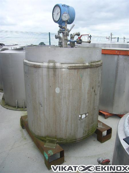 Stainless steel vertical Tank of approx. 900 L
