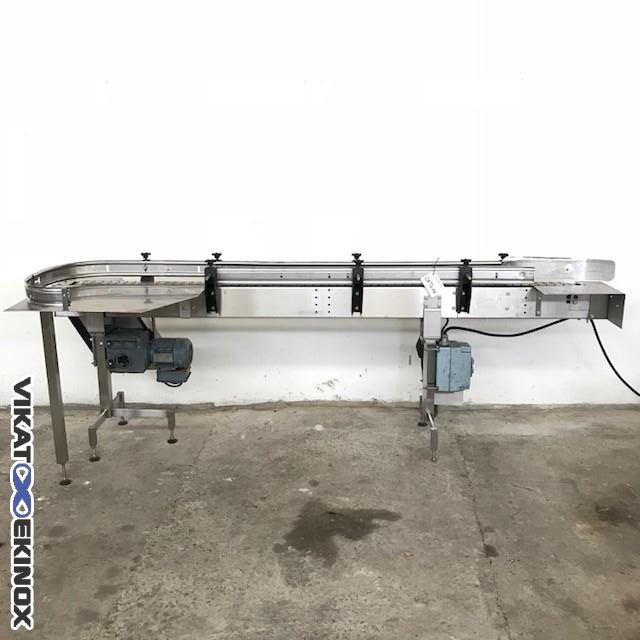 Chain conveyor with accumulation table