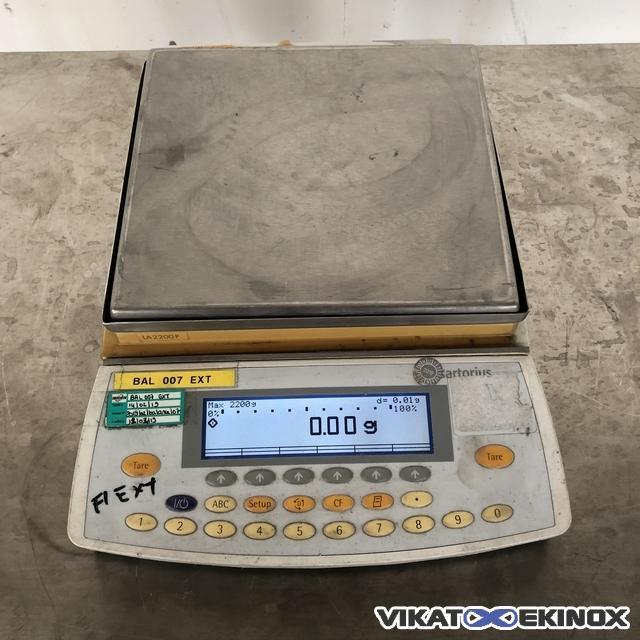 SARTORIUS 2200g scale model LA2200P