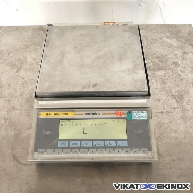 SARTORIUS scale 2200 g model LP2200P
