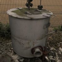 Agitated stainless steel tank of 300 liters