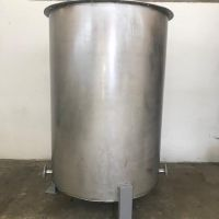 Stainless steel vertical tank cap. 2000L