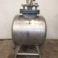 Horizontal St. steel tank +/- 578 L