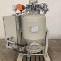 Pressure pneumatic conveyor for powder