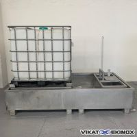 S/S retention tray with support for cubic container